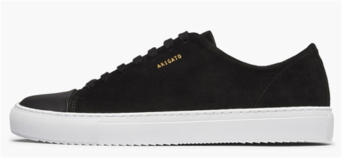 svarta sneakers med vit sula i mocka
