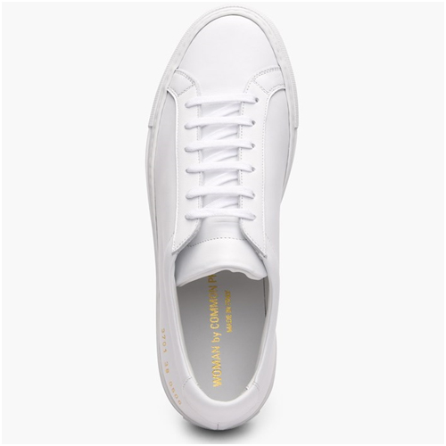 Lyxiga presenter till henne sneakers common projects