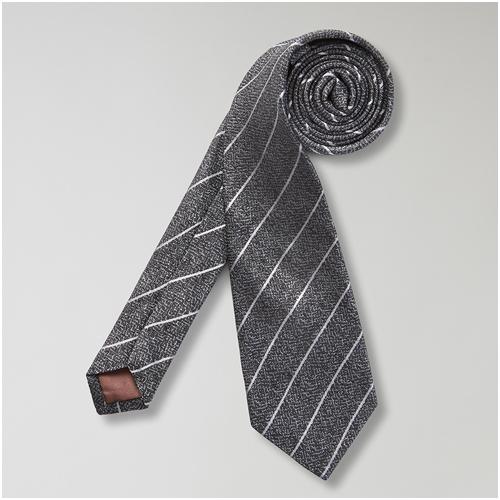 Randig slips till mörkblå kostym