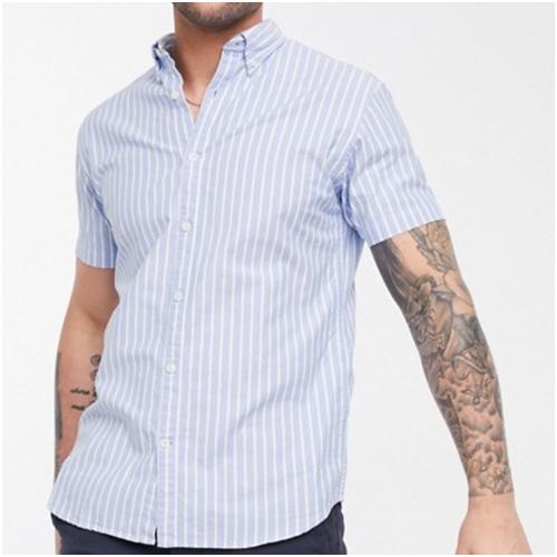 blå randig skjorta