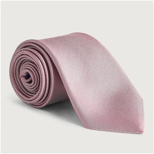 Rosa slips till mörkblå kostym